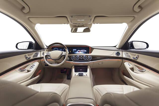 Autointerieur ist ein Anwendungsbereich für Heissleim-Sprühaufträge